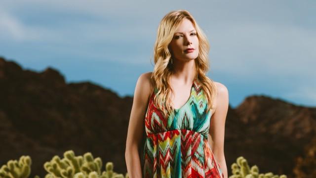 Outdoor Fashion Portraits with a 7′ Parabolic Umbrella
