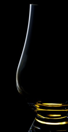 Dark Field Imaging Example (Glass against Black Background)