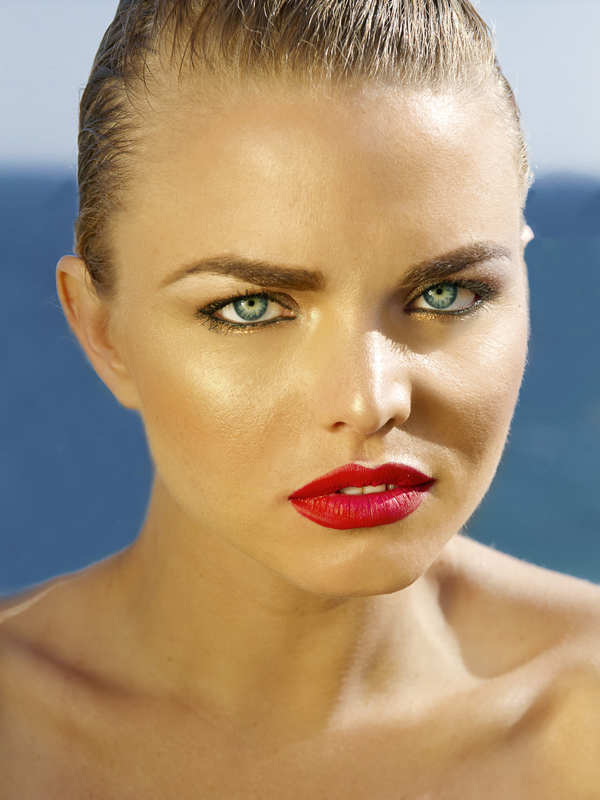 Blonde model, at ocean